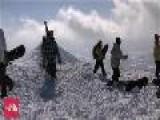 Japan Snow Report - 3rd February 2011 HIKING THE PEAK
